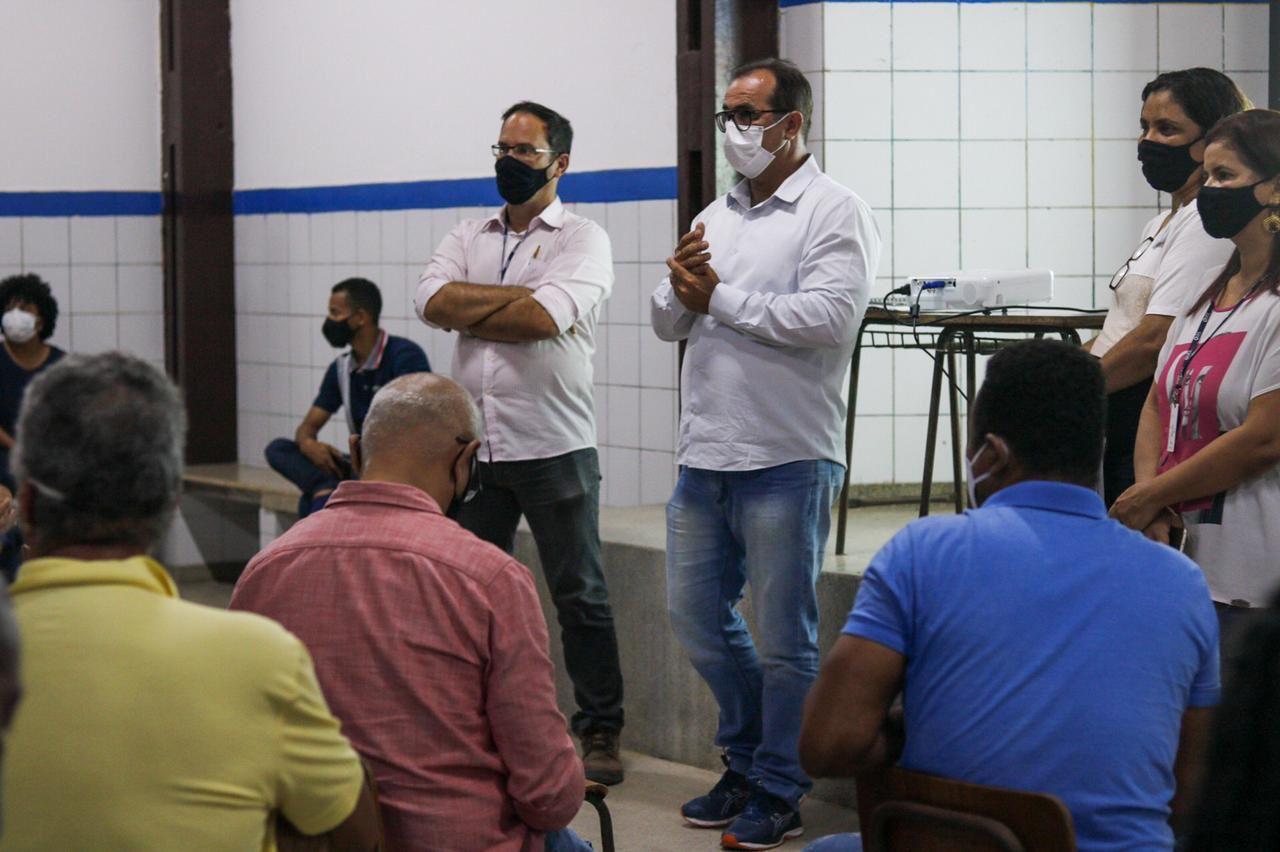 EMBASA realiza reunião comunitária com participação do vice-prefeito de Lauro de Freitas