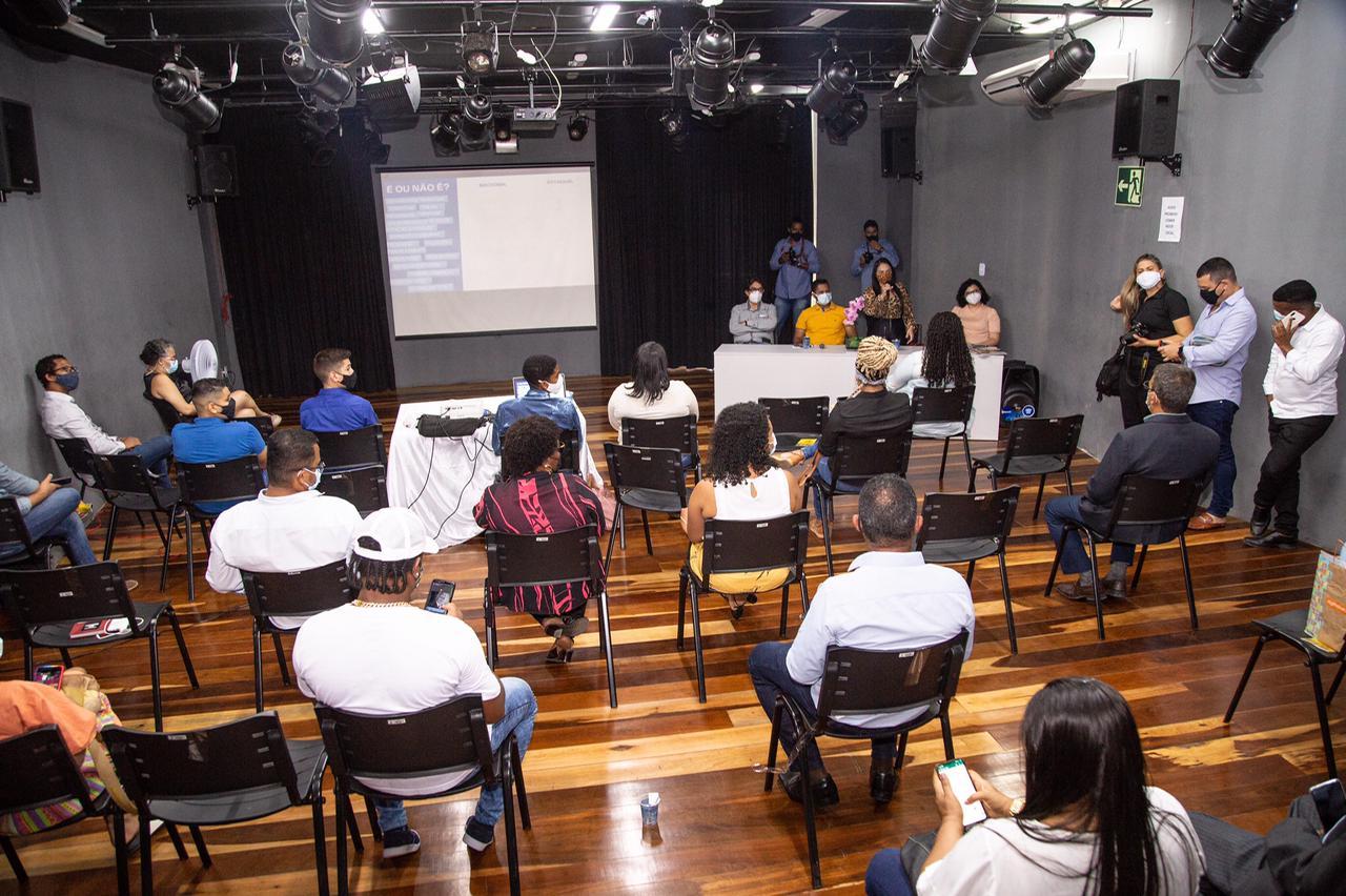 Dia da Juventude: seminário discute manutenção e desenvolvimento de políticas públicas para jovens em Lauro de Freitas
