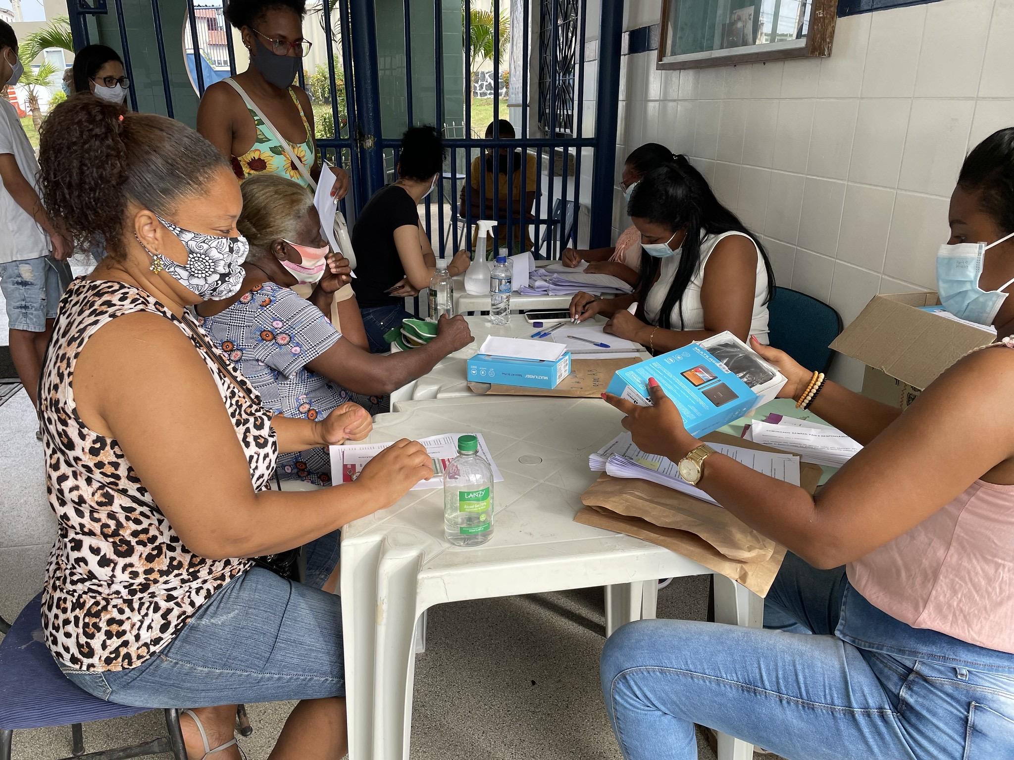 Lauro de Freitas já entregou mais de 5.500 tablets para alunos e professores da rede municipal de ensino