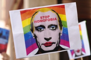 illegal-vladimir-putin-gay-clown-image-01-480x320