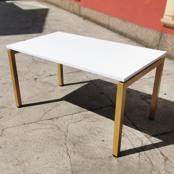 złote biurko