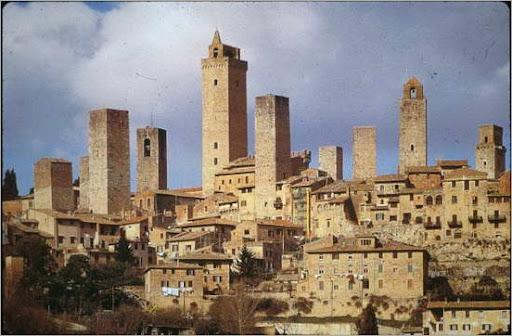 550px-Towers_of_San_Gimignano_10