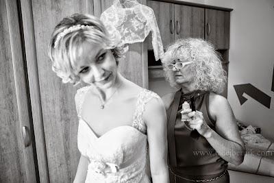 porocni-fotograf-wedding-photographer-poroka-fotografiranje-poroke- slikanje-cena-bled-slovenia-ljubljana-bled-hochzeitsfotografho (36).jpg