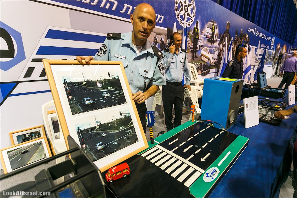 LookAtIsrael.com: Фото-блог о путешествиях по Израилю. Тель Авив, Иерусалим, Хайфа Здесь рассказывают и, самое главное, показывают, как работает дорожная камера. Проехав этой красной моделькой перекресток быстрее разрешенной скорости камера срабатывает.