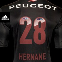 adidas cria camisa comemorativa para Hernane pelos 28 gols