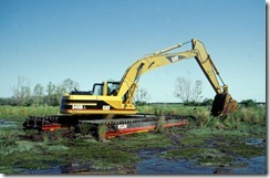 backhoe_in_swamp