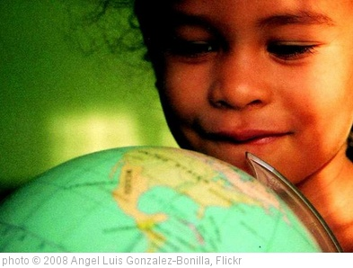 'Girl world' photo (c) 2008, Angel Luis Gonzalez-Bonilla - license: http://creativecommons.org/licenses/by-sa/2.0/