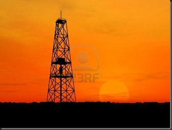 1470998-torre-petrolera-silueta-sobre-el-cielo-de-naranja