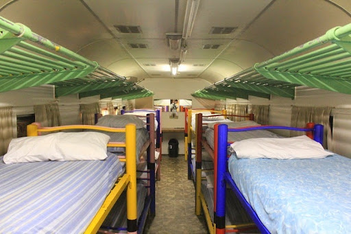 santos-express-train-lodge-4