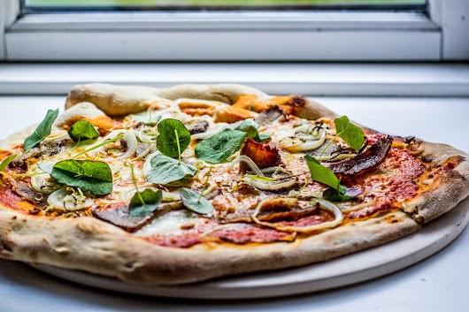 Pizza med oksespidsbryst og tallerkensmækker - Mikkel Bækgaards Madblog