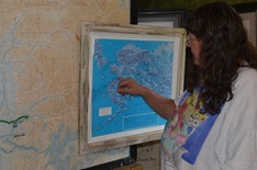 got a picture of the talking lady when she didn't notice. Here she is showing us the Iditarod Trail on a 3d map