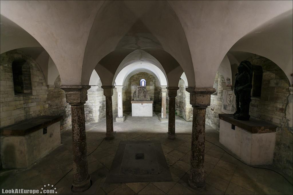 Пражский град, Базилика Св. Георгия (Bazilika Sv. Jiri)