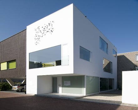 fachada-perforada-casa-arquitectos-bahama-architecten