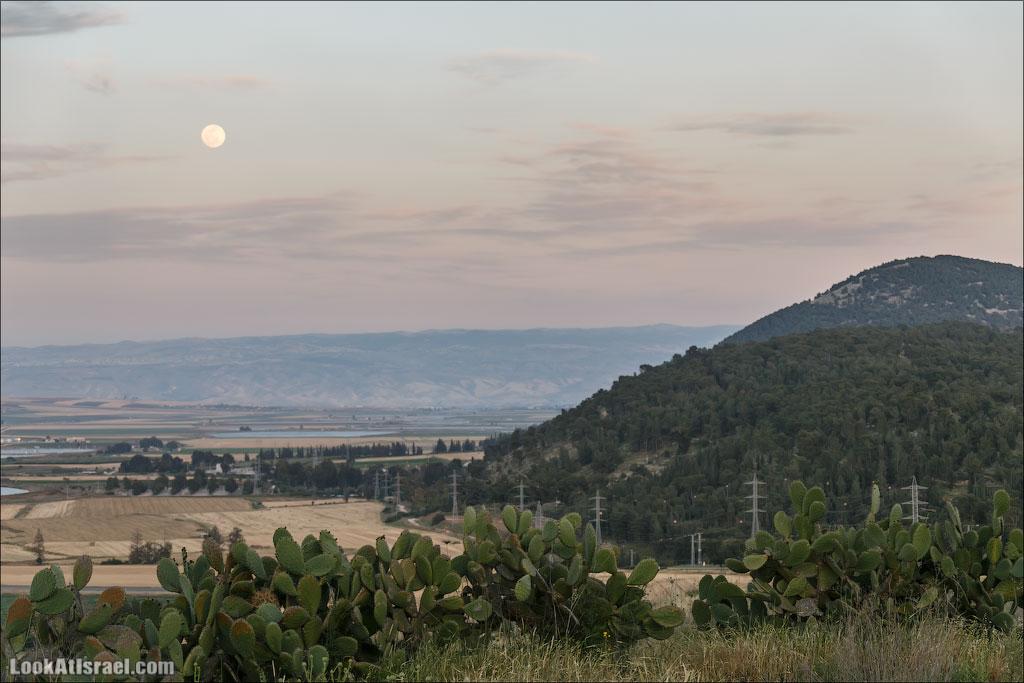 LookAtIsrael.com: Фото-блог о путешествиях по Израилю. Тель Авив, Иерусалим, Хайфа Пока суть да дело, солнце садилось, Луна поднималась, на горы Гильбоа опускался закат