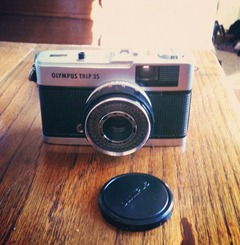 Going to test out my cute little Olympus trip today. I thought I would allow myself to buy it after selling 4 of my cameras. #olympustrip #camera #vintage