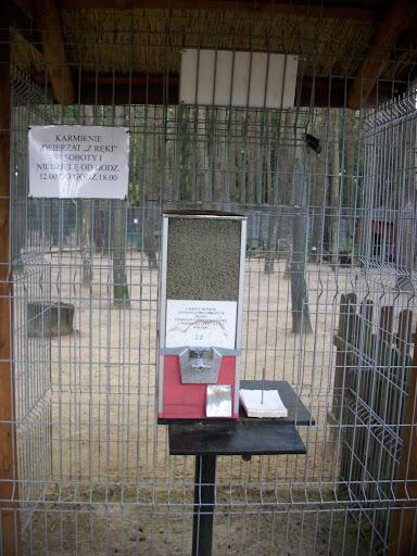 Pojemnik z karmą dla mieszkańców Małego Zoo