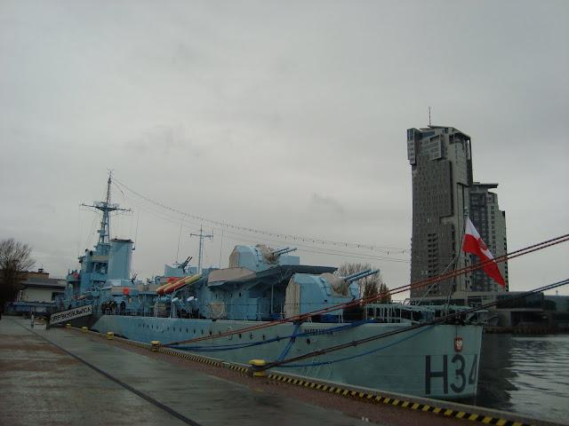ORP Błyskawica i Sea Towers
