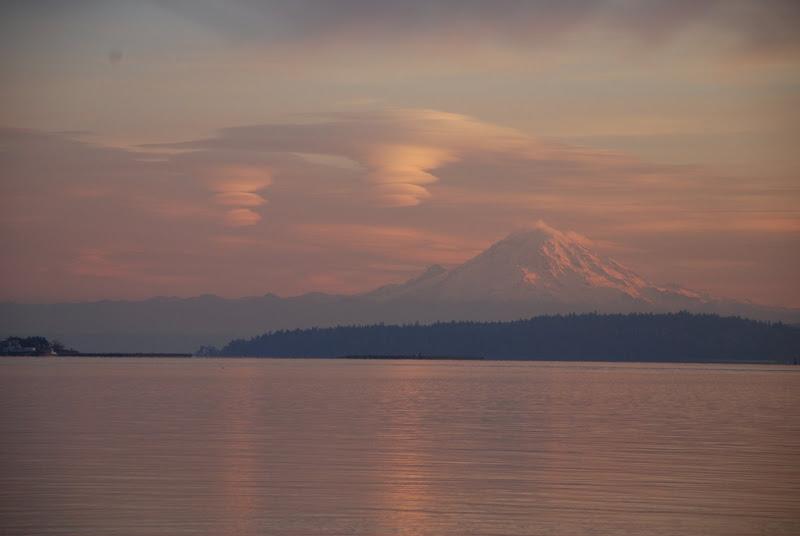 lenticular clouds over Mt Rainier