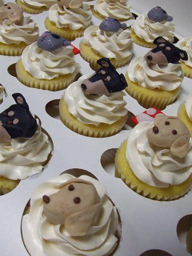 Cosmopawlitan cupcakes