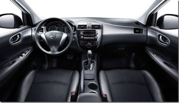 Nissan-Tiida_2012_1600x1200_wallpaper_08