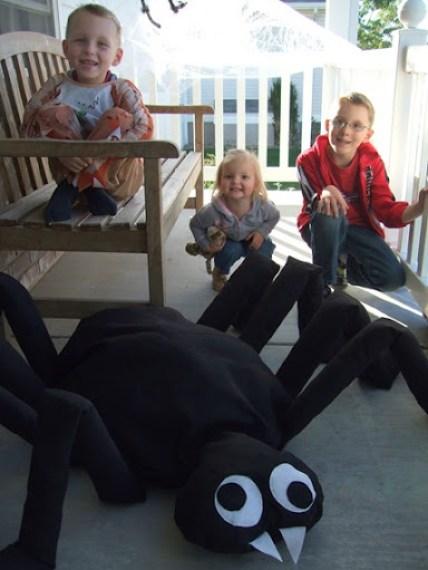 Giant Felt Spider Tutorial // a lemon squeezy home