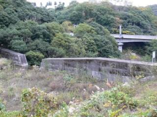 右岸より砂防ダムを望む