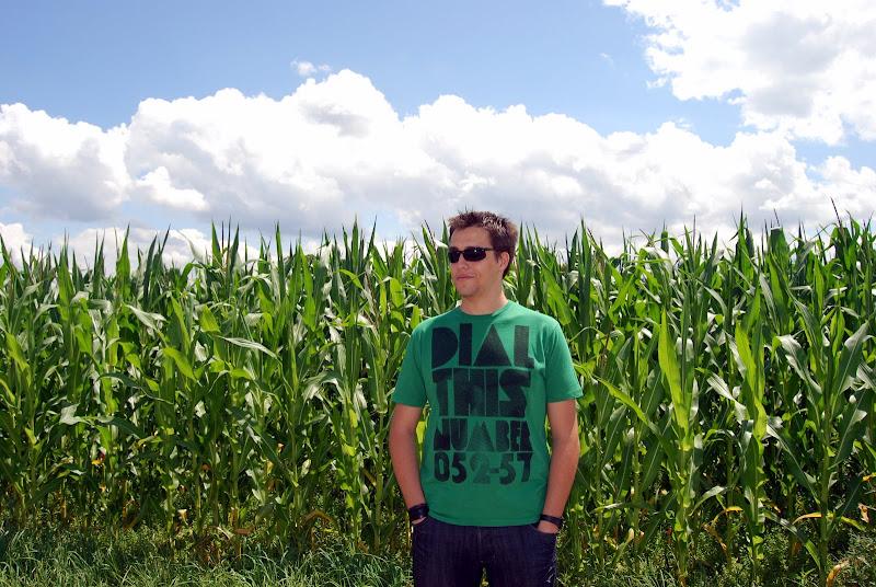 Txema, en un campo de maiz