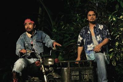 Awie dan Johan dalam Hantu Kak Limah Balik Rumah