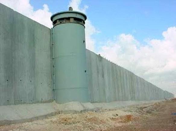 https://i2.wp.com/lh3.ggpht.com/_hFyIVHLPW40/TUf3_Fu7LkI/AAAAAAAAGEg/_b9iRSNiIKw/israel_wall_tower_2_UFNlj_3868.jpg?resize=584%2C437