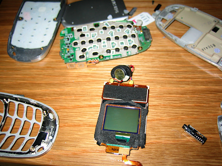 View of the PCB for the front of the clamshell, including the screen and speaker.