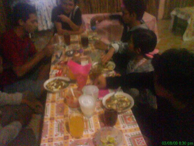 Suasana Saat Menikmati Hidangan