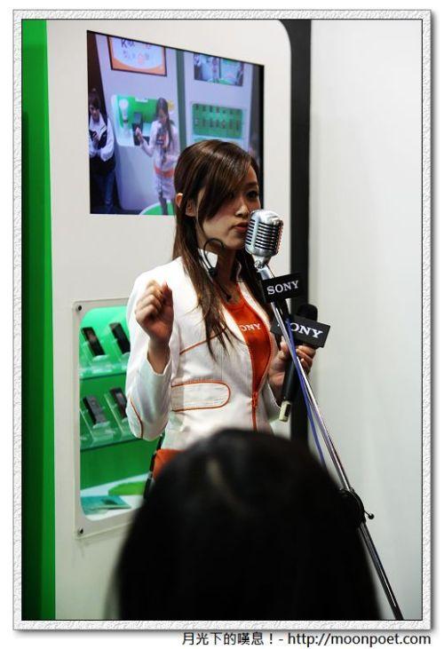 Sony手機展區的主持人
