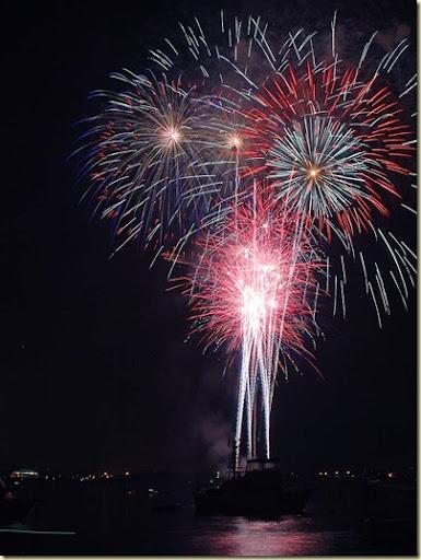 fireworks_1_bg_070404