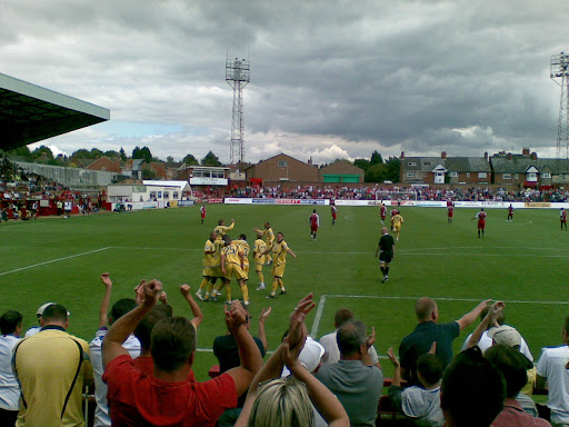 Rushden fans celebrate their equalizer!