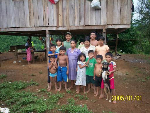 Isable Becker y familia en Charco La Pava antes de ser expulsados