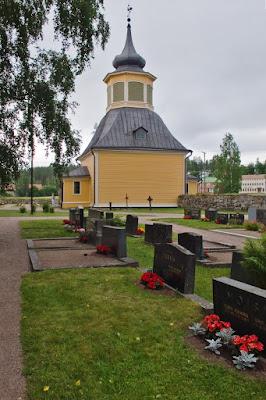Iglesia y cementerio en Ruovesi