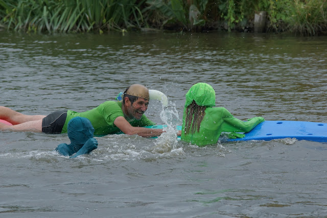 groen in het water