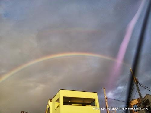 雨がぱらついた後の虹