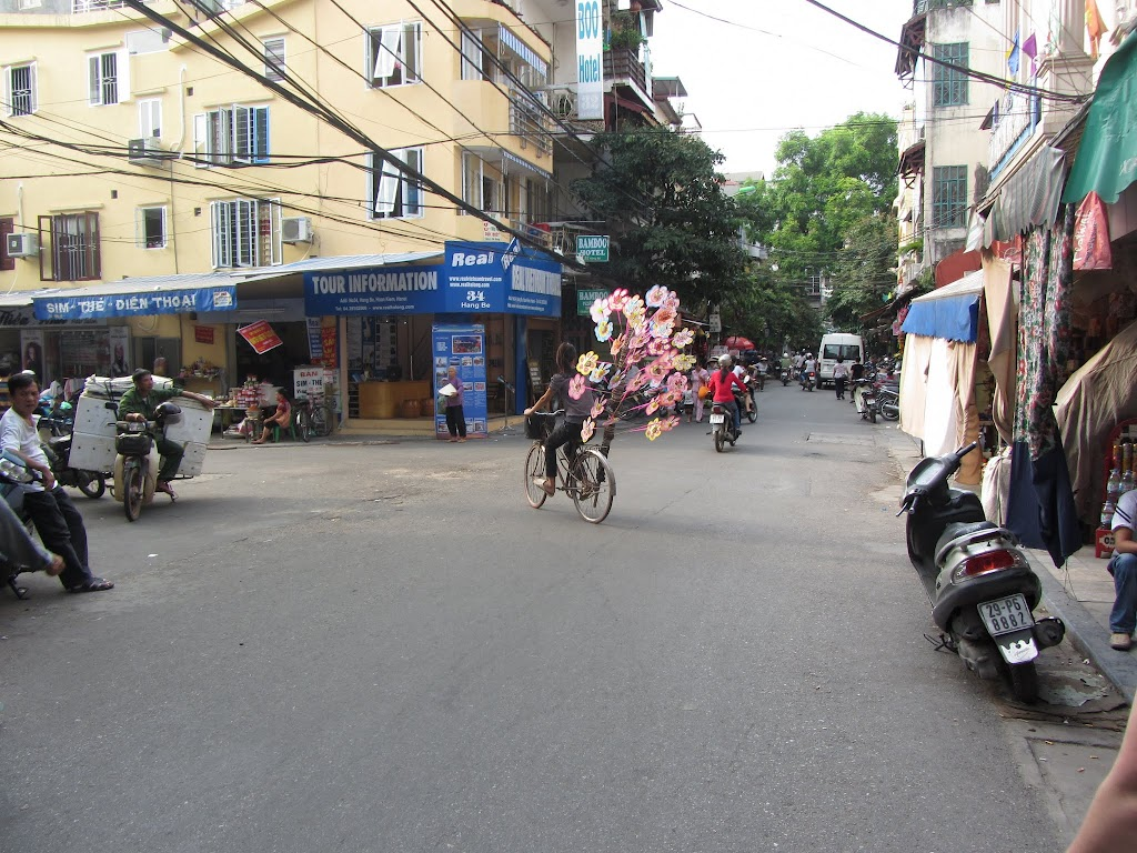 0050The_Streets_of_Hanoi