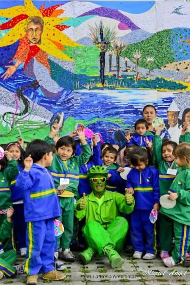 Mural con niños y Greenman Verde