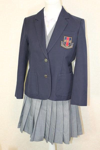 興南高等学校の女子の制服3