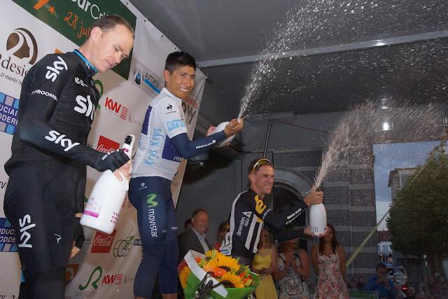 champagne spuiten op het podium