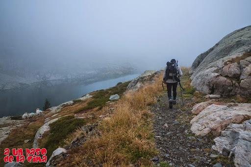 La niebla vuelve a hacer acto de presencia. © aunpasodelacima