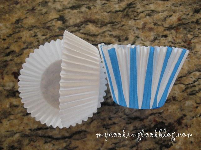 Празнични кексчета (Cupcakes) с мармалад от малини и белтъчна глазура