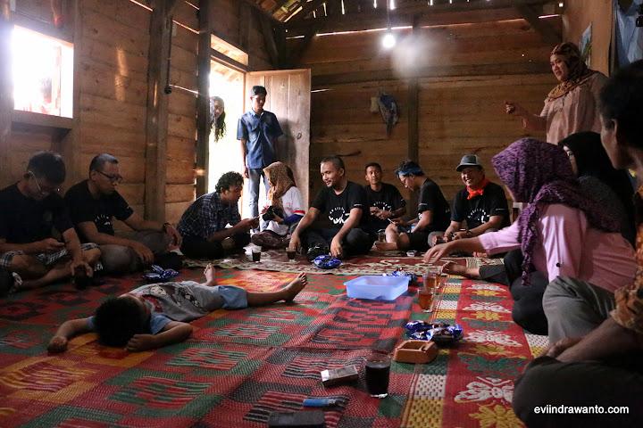 Menikmati Kopi Ulubelu di rumah Bapak Kepala Dusun