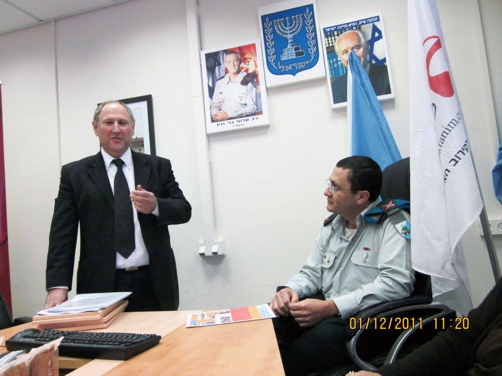ארוע  עם קצין השלישות תאל אריה דהן 01.12.12 017