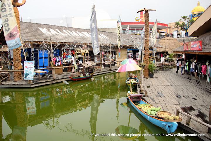 Sekelumit gambaran dari Kalimantan di Pasar Apung Museum Angkut