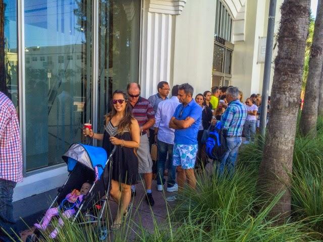 fila para comprar Iphone nos EUA