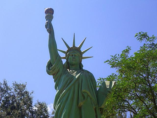 Статуя Свободи Здолбунів