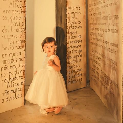 Clara no mundo dos livros _ Mamae Plugada